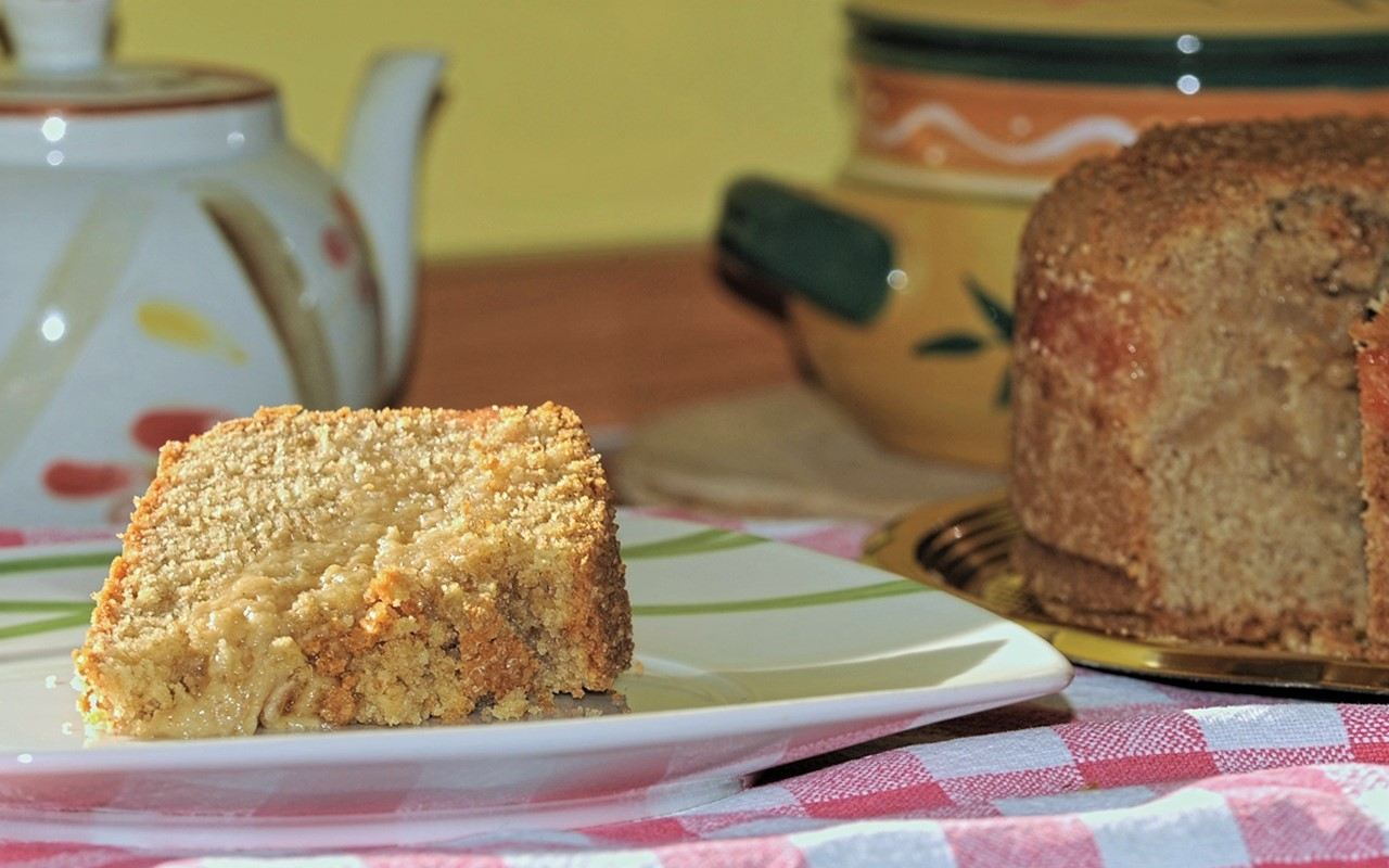 Quince whole-wheat cake