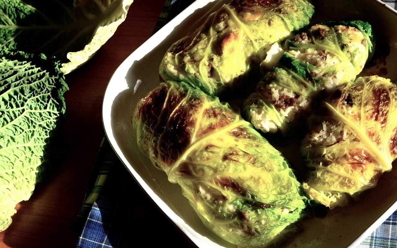 Savoy cabbage rolls with rice and meat